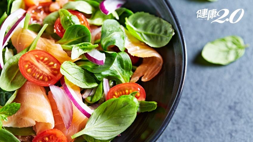 為什麼有些蔬菜可以生吃,有些不行?怎麼吃營養素流失最少?