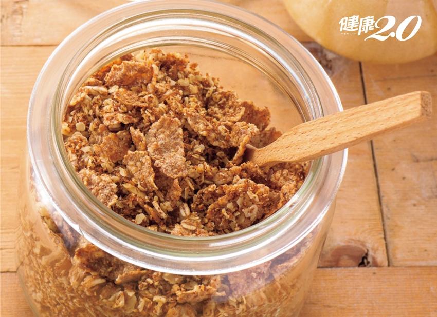 沒時間吃早餐?自製「不甜的什錦穀麥」加牛奶,一口吃下4大營養