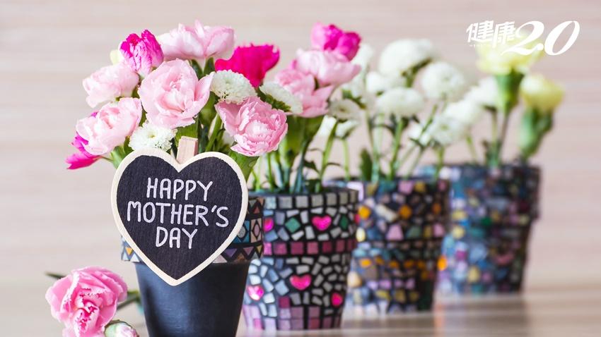 康乃馨送媽媽不只好看也可以泡茶、入菜 來看怎麼泡可以幫媽媽養顏美容