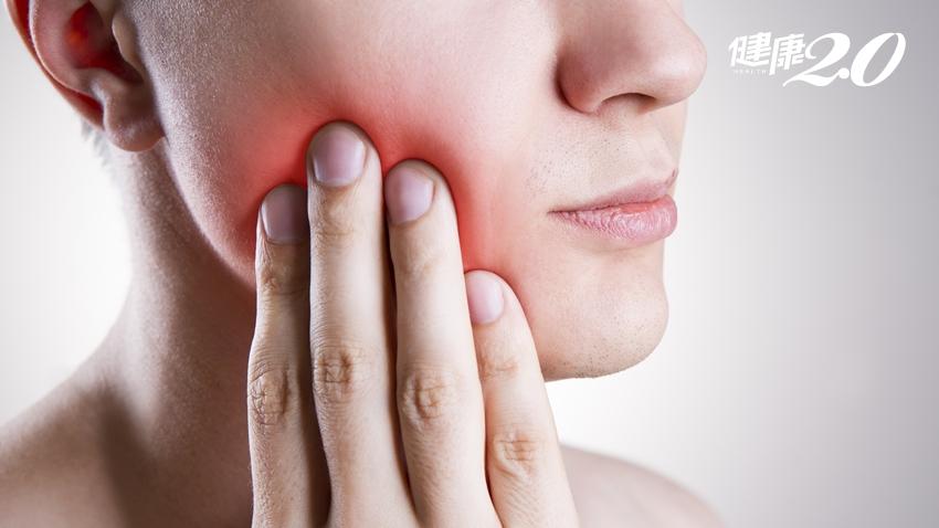 牙齦腫痛以為只是火氣大!中年男只能「吃軟飯」,半數國人都有這疾病