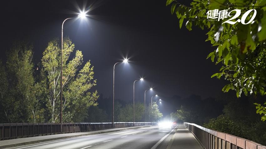 白內障讓人眼朦朧 「看路燈有光暈」恐是初期症狀