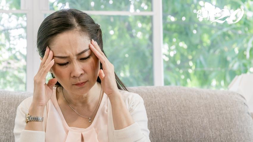 婦人莫名癲癇竟是腦瘤!走路不穩、頭痛…這些症狀都不要輕忽