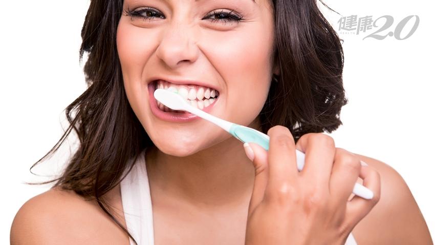 「吃軟不吃硬」易得牙周病!醫公開:牙齦這位置最髒,多按摩抗細菌