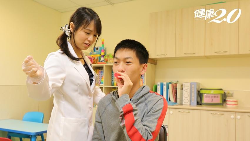 腦中風插管影響吞嚥「 這樣」治療一個月後,擺脫鼻胃管 還能順利發聲