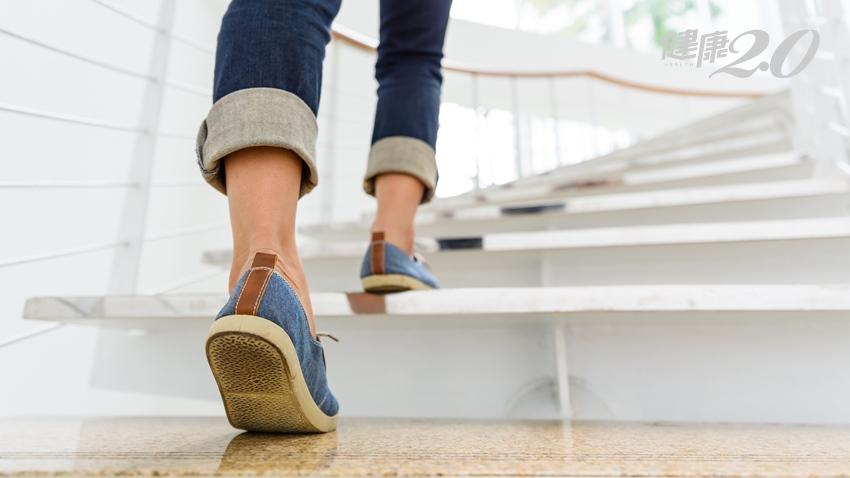 雙腿鬆垮垮!站姿、坐姿、爬樓梯「美腿關鍵」都在這