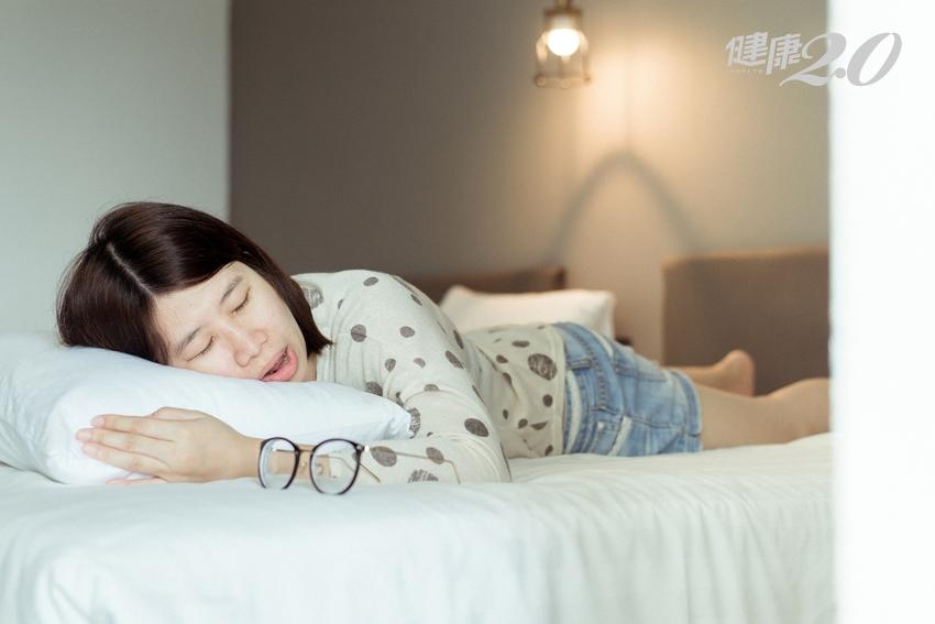 睡覺時流口水、盜汗、打呼、腳趾痛…可能是身體在警告你!