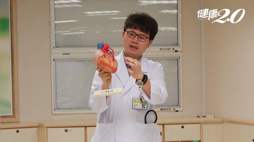 上腹痛是胃痛還是心臟病?醫師教你3 重點分辨