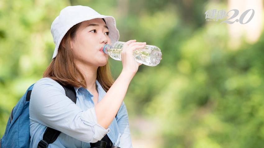喝多喝少有關係!腎臟科醫師傳授「夏日補水知識」