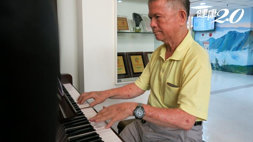 阿伯中風三次努力復健 只為堅持彈琴當音樂志工