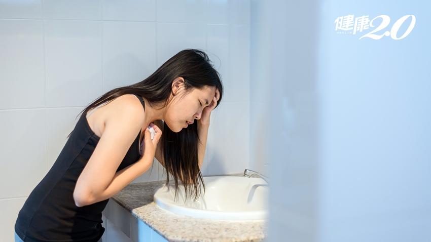 為何偏頭痛總是伴隨胃痛嘔吐?專家說還不只這個…