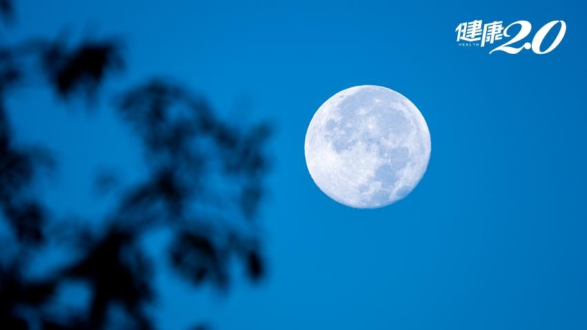 月色朦朧,視力也變朦朧?關於老花眼的4件事