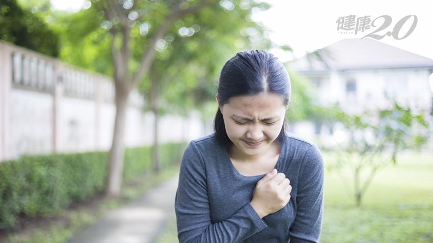 胸口脹脹,靠唸佛、打坐20年無效 醫師只用1小時,解決她的「心頭大患」