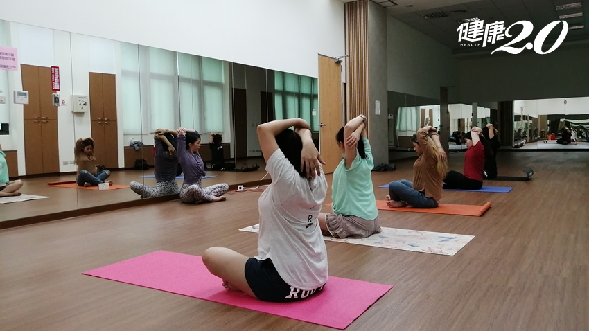 順產、降低妊娠糖尿病、子癲前症…孕婦瑜伽好處多,但6種狀況不宜