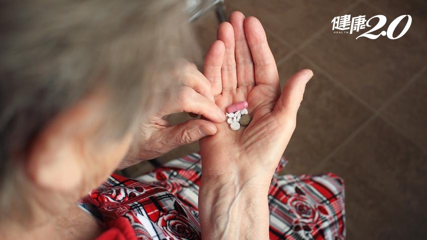 危險!七旬老奶奶吃藥吃到胃出血!老人多重用藥達8成 藥師6提醒