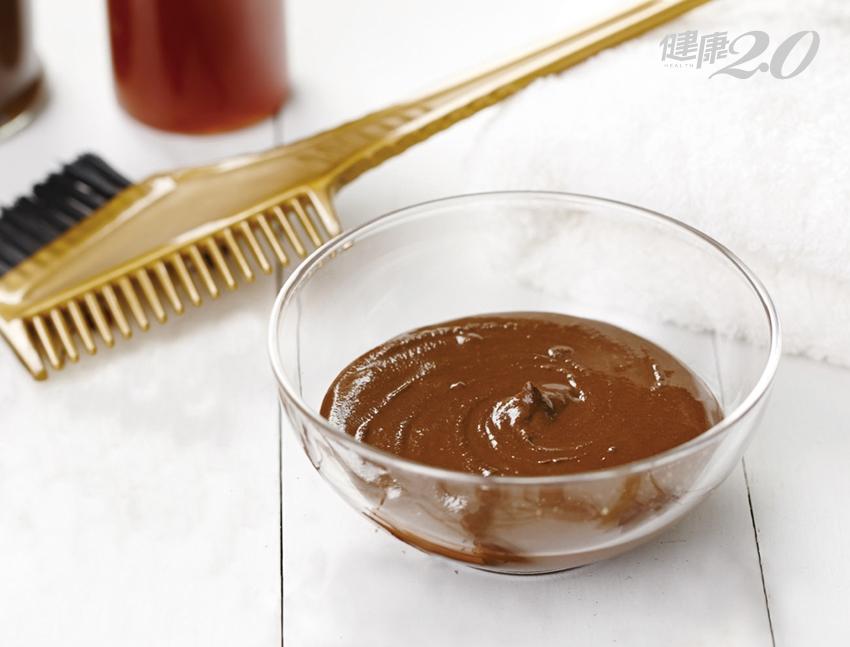 白髮快速變黑、變濃密!中醫師公開天然染髮劑配方,在家就能DIY
