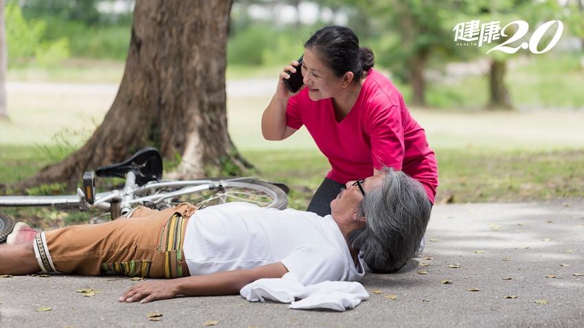 心肌梗塞時大力咳嗽可自救? 醫:做這2事才有用