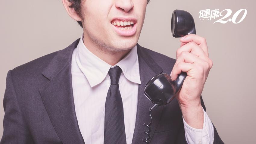 他以為電話故障沒聲音? 耳中風超過7天恐變聾