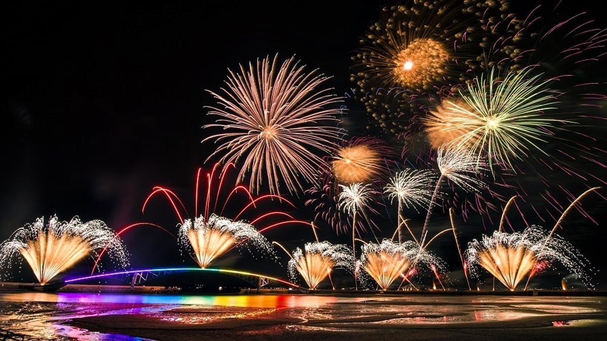 先安排行程囉!2021「澎湖海上花火節」日期公布,連續3個月舉辦23場炫目煙火秀