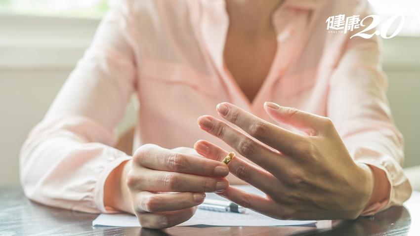 為什麼女性離婚就是一個「失敗者」?背後原因好哀傷