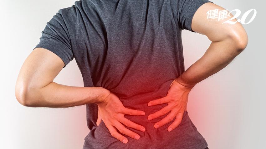 他腰痛到彎不下去 竟是椎間盤被細菌掏空 下背痛併2症狀要警覺