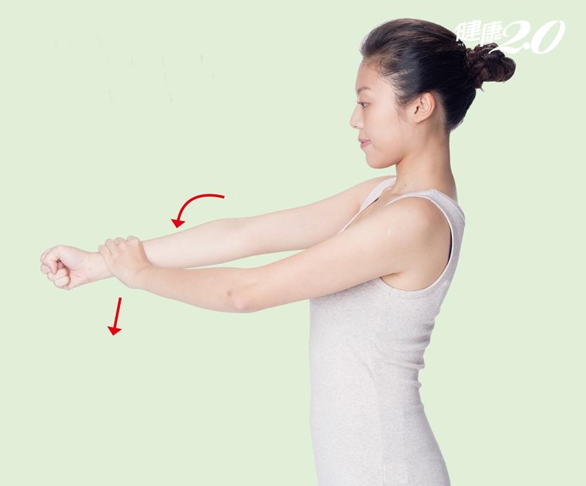 連水龍頭都轉不開…手腕關節發炎痛到無力,4組復健操能幫你