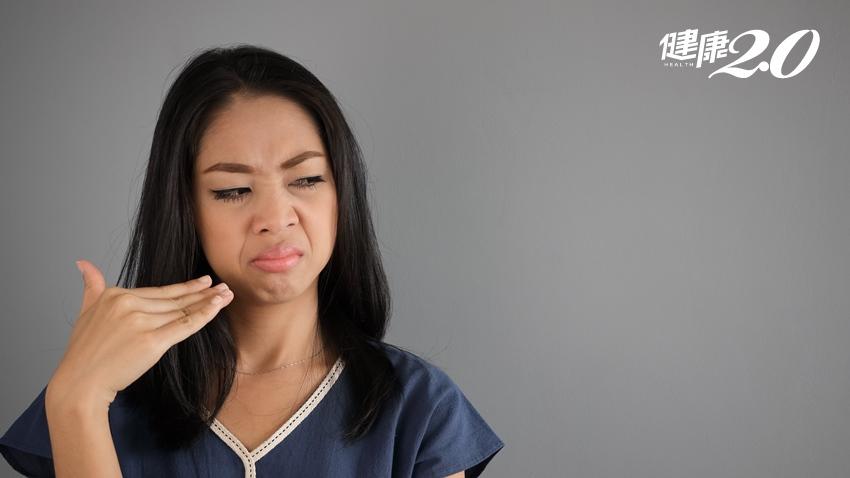 她經常聞到腐臭味 臭鼻涕、鼻塞、頭痛…這些症狀小心鼻子發霉生菇