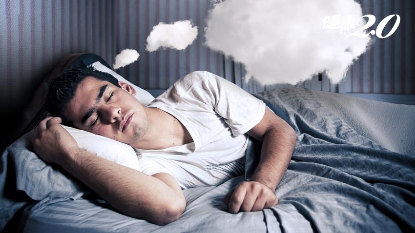 夢到被追逐、冷到發抖、往下墜…你的夢境透露了健康玄機