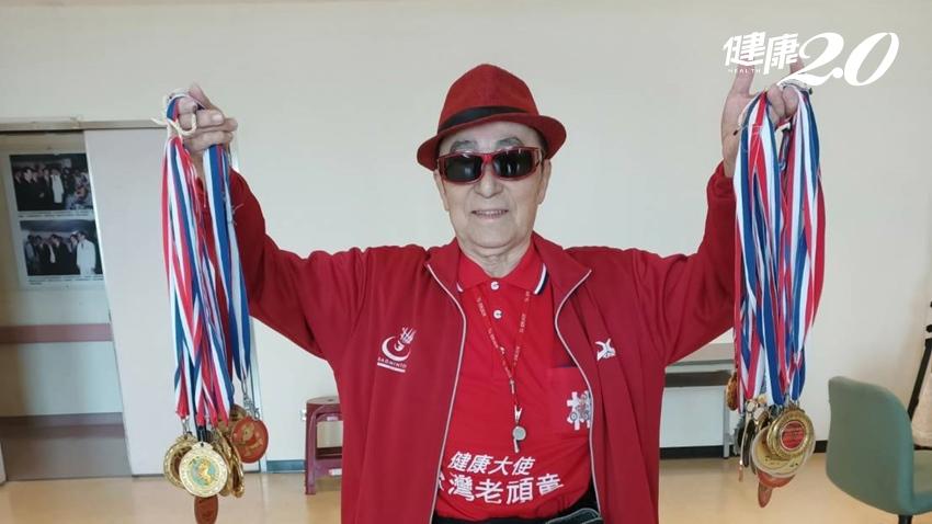 高齡罹癌不放棄治療!近百歲的他每年出國打羽球為國爭光