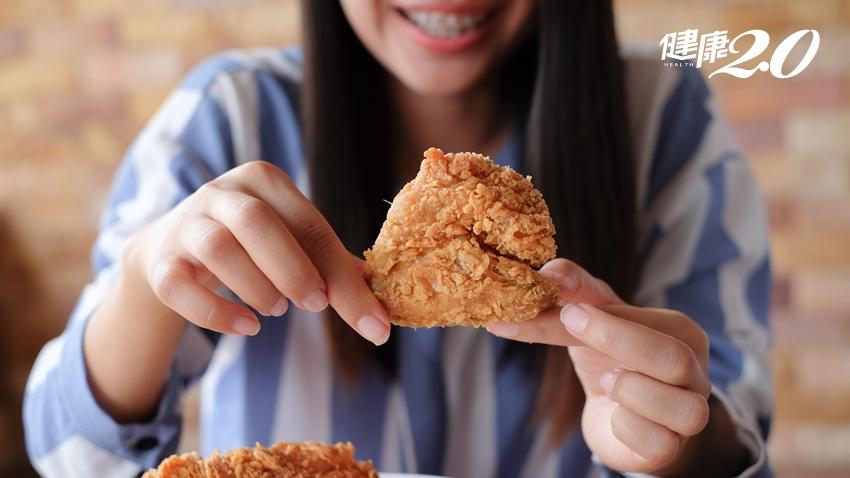 女大生排便不順是炸物吃太多?4症狀拖久了,小心萎縮性胃炎