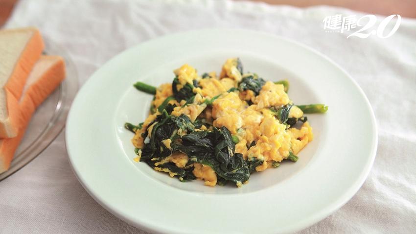 貧血頭暈吃什麼?菠菜炒蛋除了補鐵 還有一個大功效
