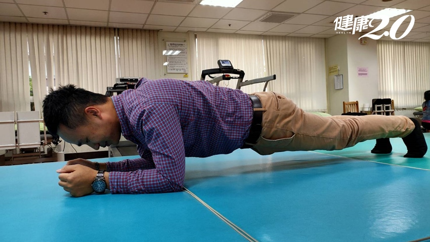 「棒式」快速瘦肥肚,但不是撐著就有效 專家教你做對不受傷