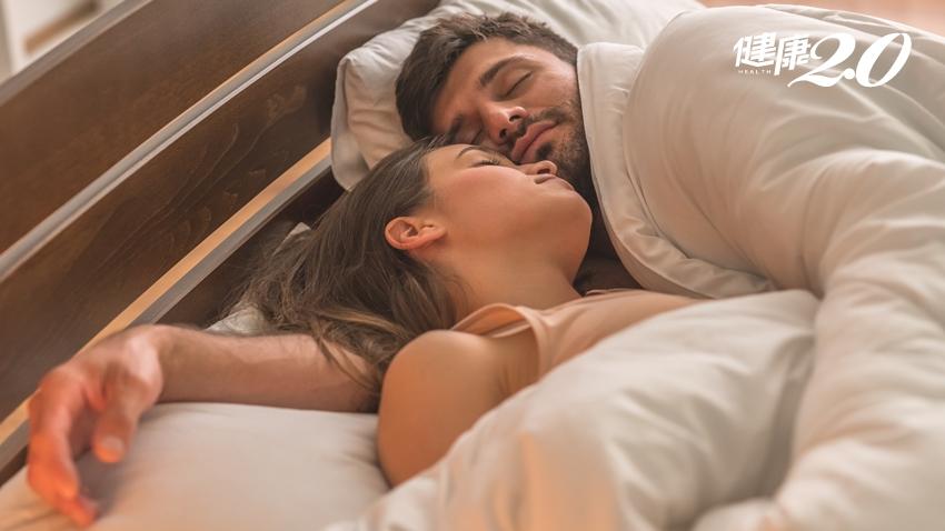 一覺起來手垂了!3個錯誤睡姿小心「蜜月症候群」