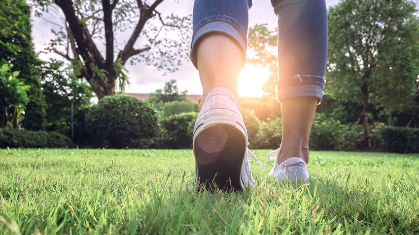 「這樣」走路就可防失智!日本推「認知運動」,把握2條件就有效