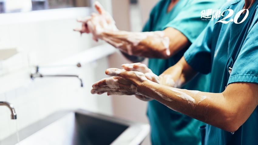 首位倡導洗手的醫師下場超慘 被罵醫學叛徒,還被毒打致死…