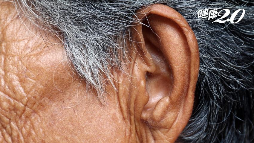 聽力退化原因超複雜…老翁自小右耳失聰,醫師妙手搶救聽力