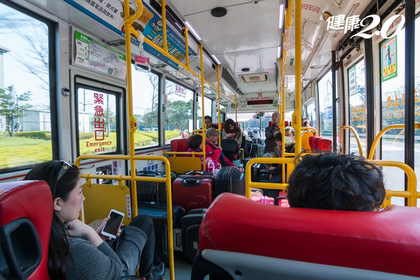 新冠肺炎會透過「空調」傳染嗎?搭公車、搭計程車如何自保?