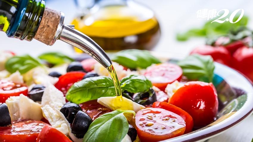 「地中海飲食」是防心臟病首選!營養師「一張表」教你吃哪些