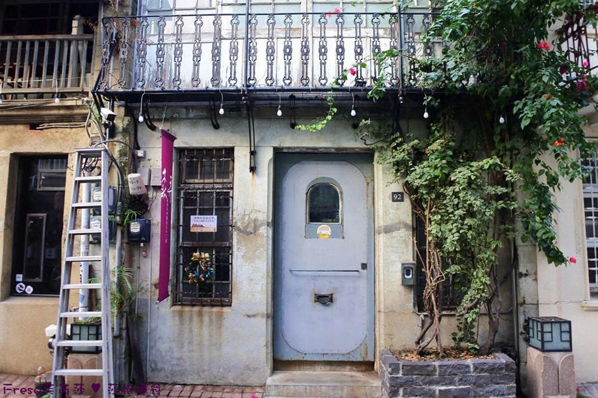 台南百年神農街住一晚!奇幻老宅藏「紫藤花海」,復古窗花、旋轉梯夢回美好時代