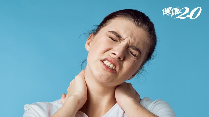 小心手機追劇會後腦勺痛!枕神經痛「不要」這麼做,但很多人錯了