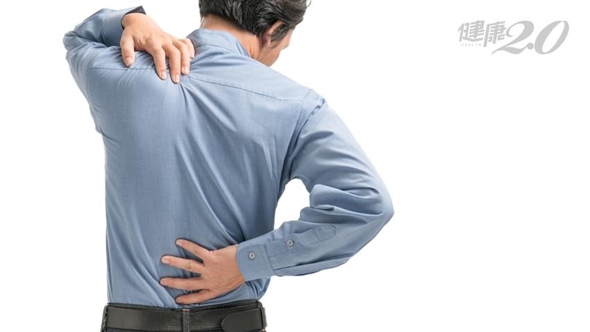他腰痠背痛一個月,檢查竟是「晚期攝護腺癌」!醫師提醒1件事
