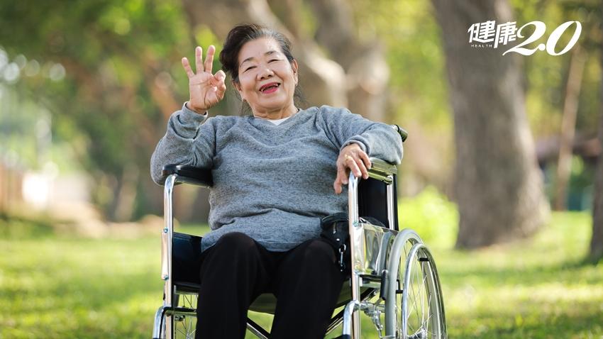 為什麼人愈老愈快樂?研究:經歷「逆境」會提升小確幸