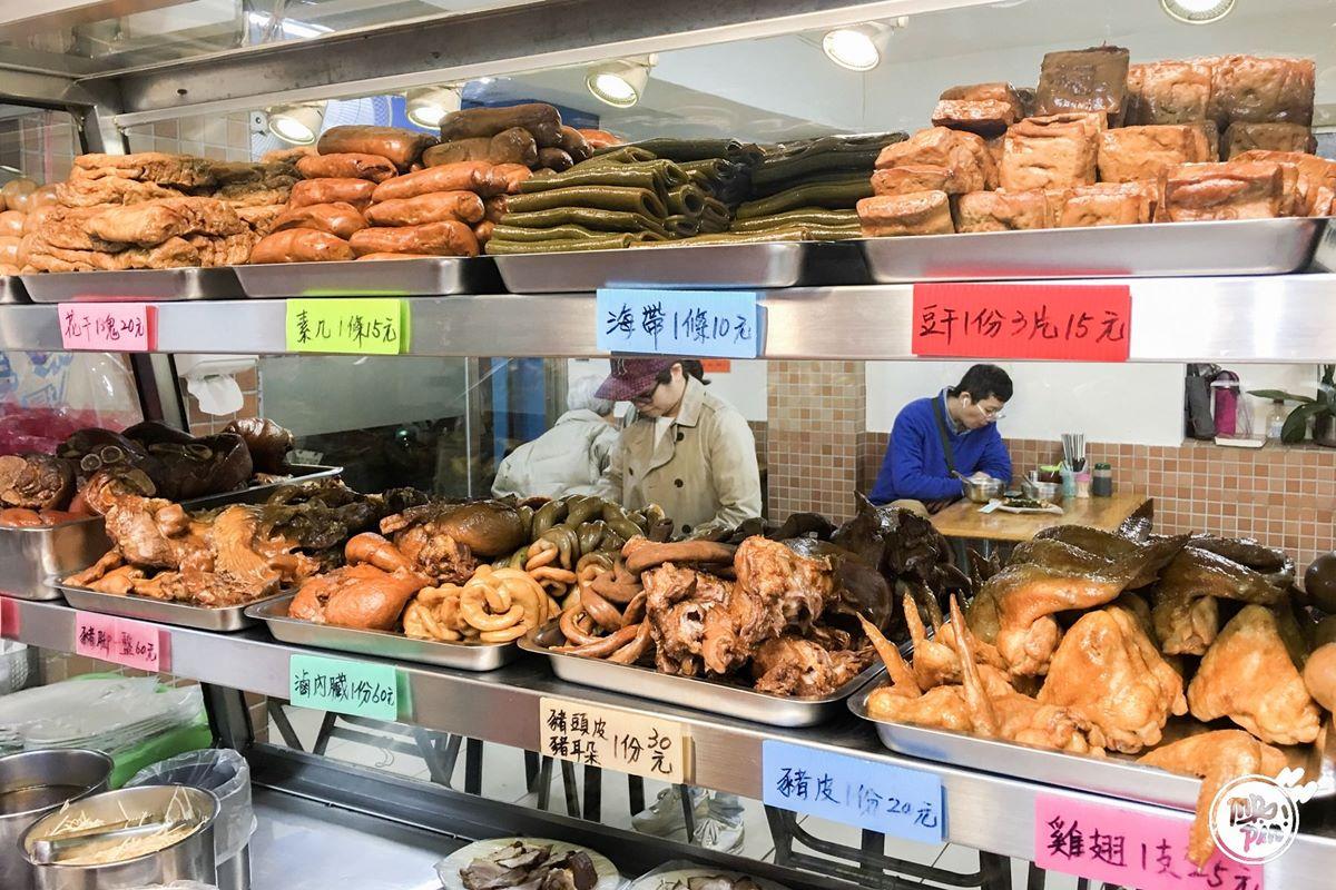 中和人從小吃到大!興南夜市5攤人氣老字號:中藥香滷味、30年大腸蚵仔麵線