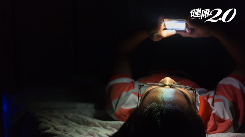 都已累到摔手機了但還捨不得睡,睡眠出了什麼問題?