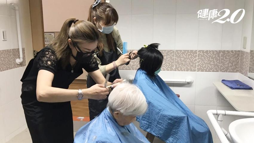 防疫期間人情暖心!美髮師幫阿公阿嬤義剪 長輩少外出防感染