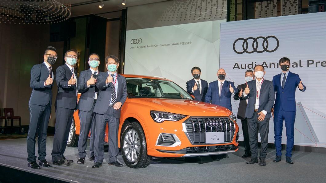 台灣奧迪於年度記者會中宣布全新Q3與Q3 Sportback預售活動開跑,以及豐仕汽車成為台灣奧迪第五家經銷商。(圖片來源/ 台灣奧迪) Audi新Q3車系預售開跑 182萬元擁豐富主動安全