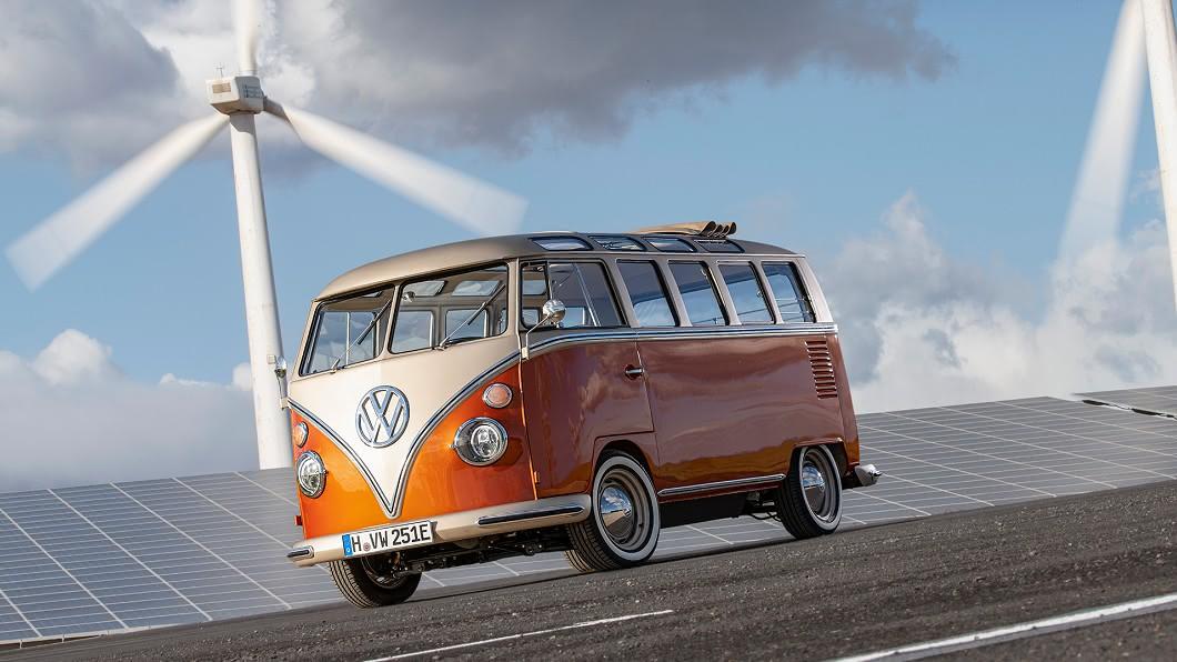 福斯商旅把一台有54歲高齡的T1 Samba Bus改成名為e-BULLI的電動概念車。(圖片來源/ 福斯商旅) 這招太犯規 VW把經典T1改成e-BULLI電動車