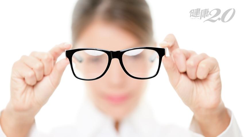 同樣是老花眼,為什麼有人要摘眼鏡,有人卻要戴眼鏡?