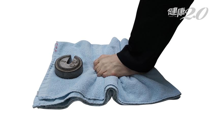 走路老是扭到腳踝?專家教2招每天練100次 提升腳掌力