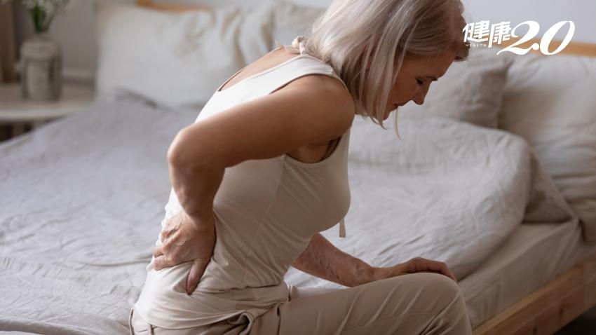 更年期腰痠背痛、怕骨鬆?先把脊椎顧好!多吃鮭魚,這4種也要吃