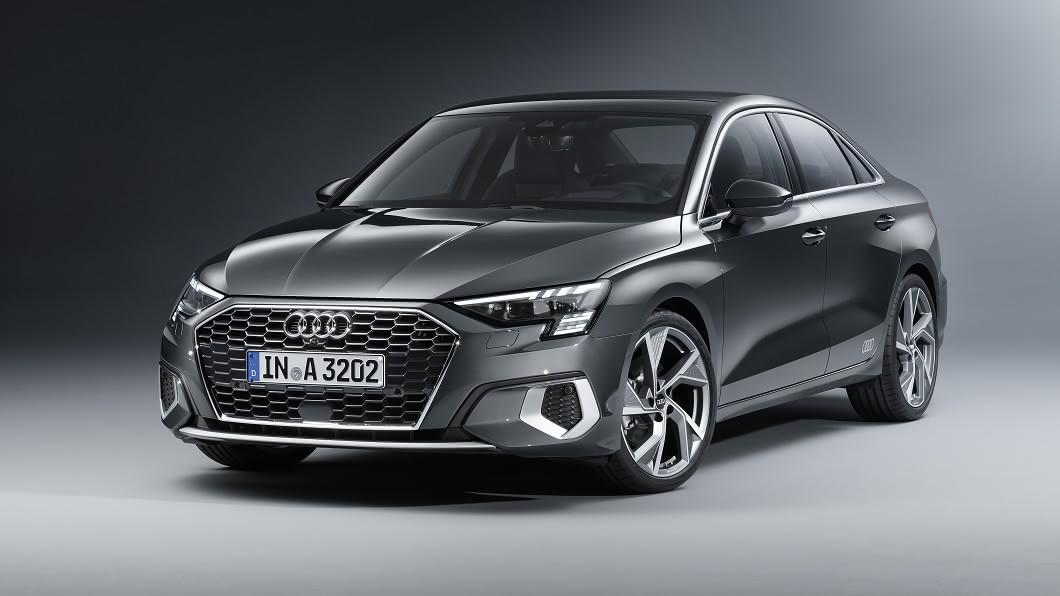 新世代A3 Sedan正式曝光,不但外觀更具跑車感,內裝同步迎來科技升級。(圖片來源/ Audi)  大改A3 Sedan亮相 科技動感全面升級